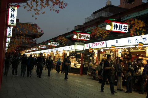 nakamise at night